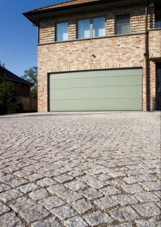 Paving with paving setts and clay paving bricks.