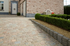 For quality and durable paving and curbstones, Nijst Natuursteen (Munsterbilzen) is the right place to go.